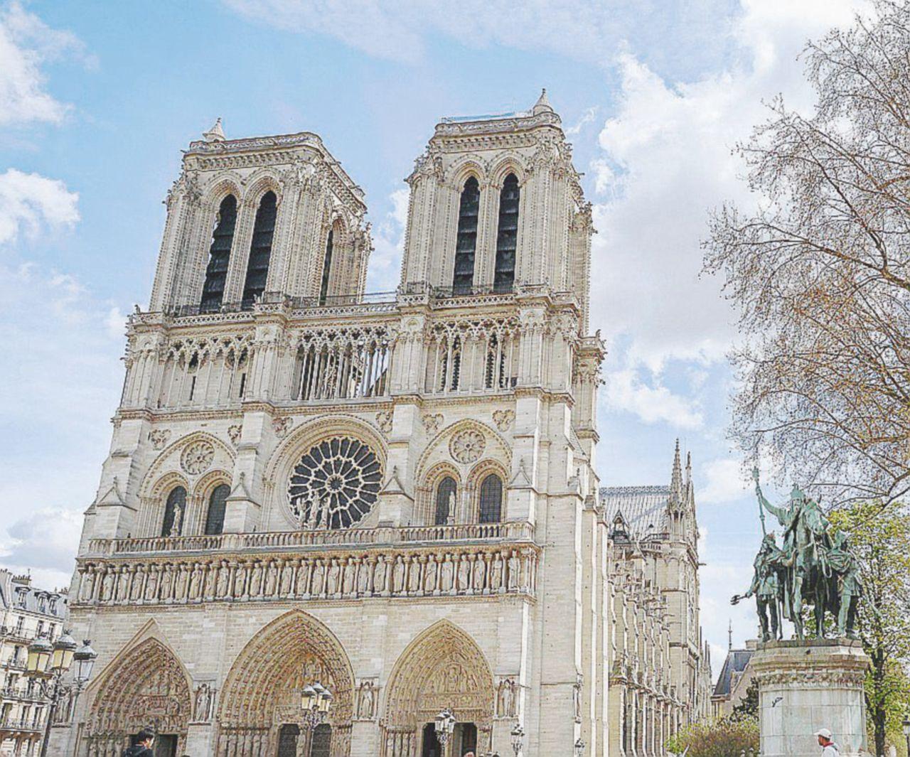 Il segno di pace di Maometto a Notre Dame