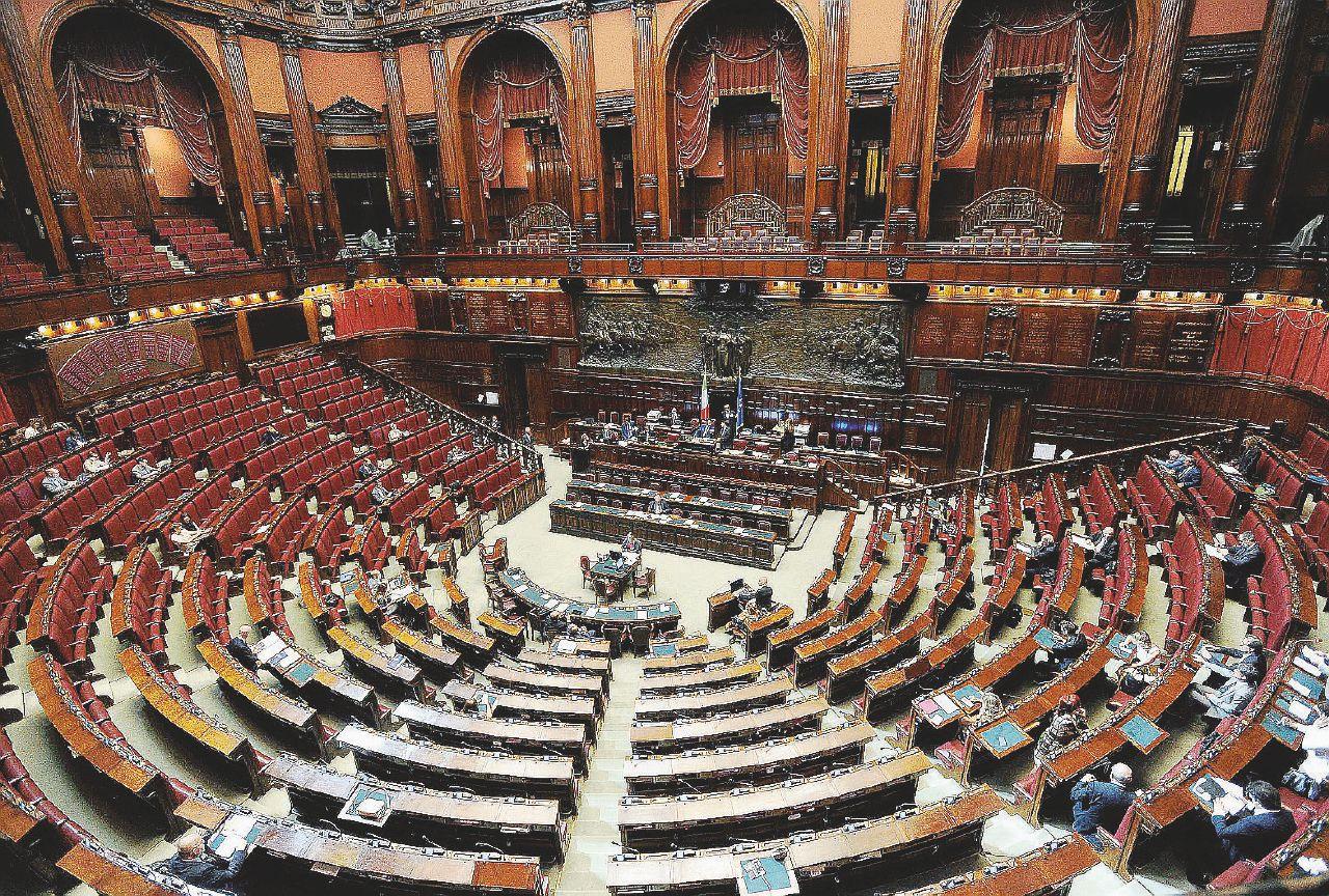 Riforme costituzionali, il Parlamento? Già abolito: il governo fa l'81% delle leggi