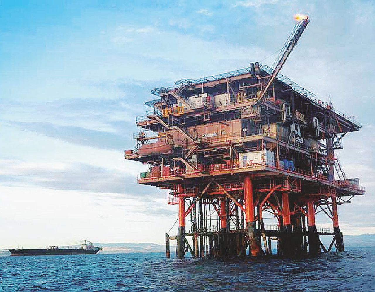 In Edicola sul Fatto del 18 agosto: I petrolieri tornano a caccia. E il ministro gli dà una mano