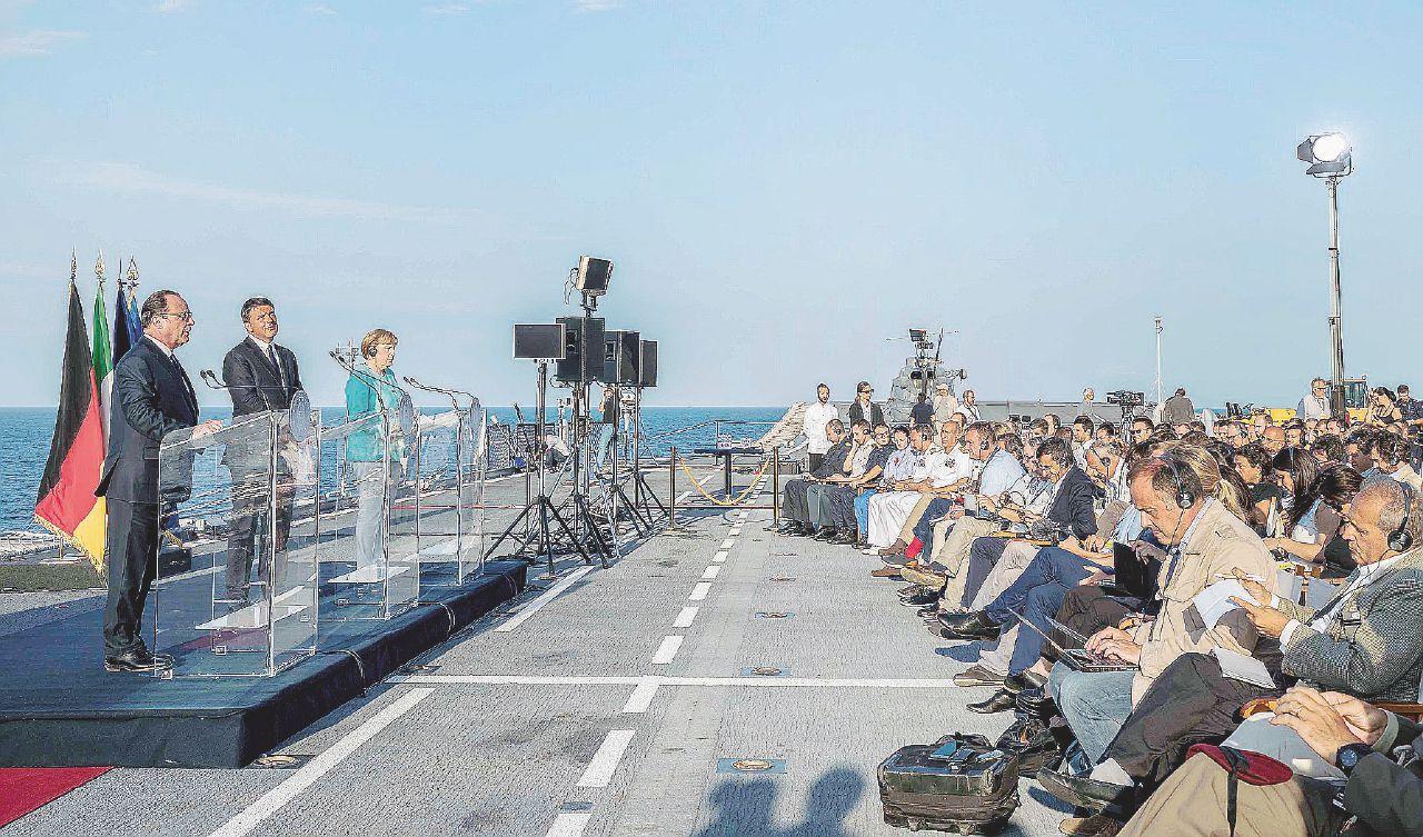 In Edicola sul Fatto Quotidiano del 23 agosto: Battaglia navale a Ventotene: tre leader, tre colpi in acqua