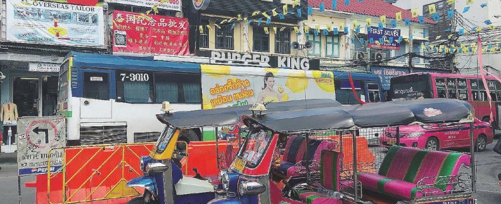 Caldo, traffico, massaggi: vedi Bangkok e poi muori