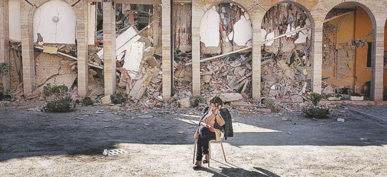 Sul Fatto del 27 agosto: quei lavori sballati nella scuola crollata puzzano di mafia