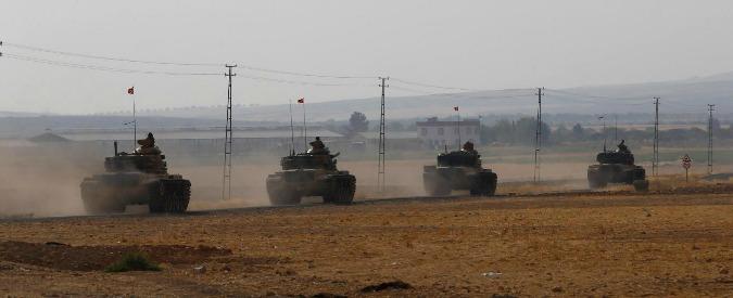 """Siria, scontri fra curdi e governativi mentre Ankara passa il confine. Media: """"E' il nuovo asse Erdogan-Mosca-Assad"""""""