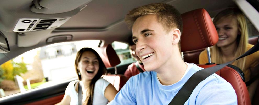 Incidenti stradali, d'estate i giovani hanno il doppio delle possibilità di perdere la vita