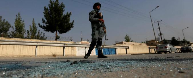 """Kabul, attacco """"kamikaze"""" all'università Usa: i morti saliti a 16, almeno 40 feriti"""