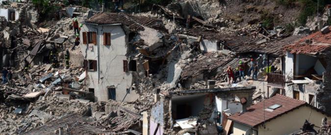 """Terremoto Centro Italia, spuntano teorie complottiste: dalle operazioni Nato al """"castigo divino"""" post unioni civili"""