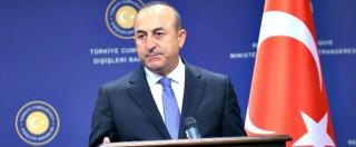 """Olanda, vietato atterraggio a ministro Esteri turco: """"Minaccia ordine pubblico"""". Chiusa ambasciata olandese di Ankara"""