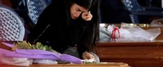 """Terremoto Centro Italia, Amatrice dà ultimo saluto alle vittime. Vescovo: """"Uccidono opere umane, non il sisma"""". Renzi: """"Soldi ci sono, garantisco ritorno comunità"""" (FOTO – VIDEO)"""
