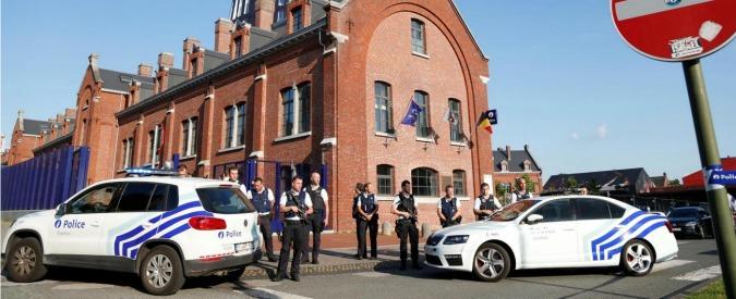 Belgio, Isis rivendica attacco a Charleroi: uomo con machete aveva ferito due agenti