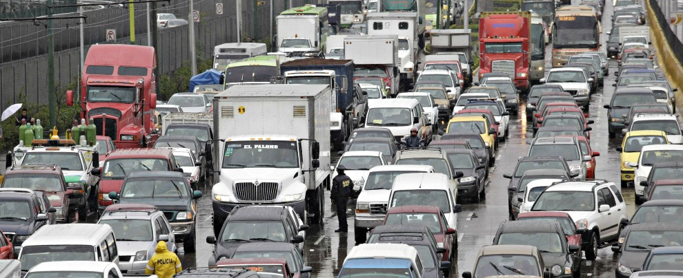 Traffico, a Città del Messico si passano nove giorni all'anno in coda