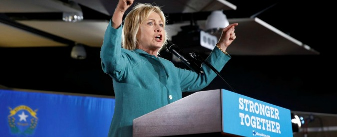 Elezioni Usa, Hillary vuole più tasse per i milionari, aumento dei salari e paletti per le banche. Ma gli elettori non si fidano