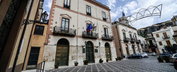 Mafia, i Comuni di Corleone, Tropea, Arzano e Bovalino sciolti per infiltrazioni