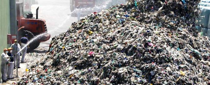 Emergenza rifiuti, l'Ue denuncia l'Italia per le discariche non ancora in regola