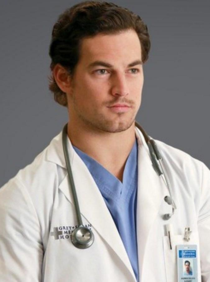Terremoto Centro Italia, il dottor De Luca di Grey's Anatomy ad Amatrice per portare aiuti con un gruppo di volontari