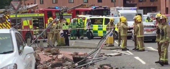 Glasgow, crolla muro adiacente a un ristorante italiano. Una persona ferita