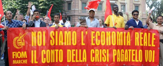 Lavoro, la crisi ha colpito di più gli immigrati: tra 2009 e 2014 tasso di occupazione giù del 6%. Per italiani -2%