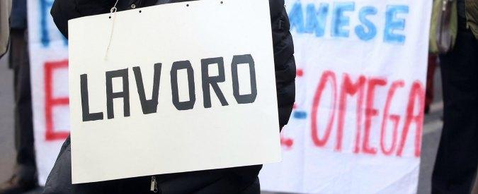"""Lavoro, Istat: """"A ottobre 30mila occupati in meno. Tornano a salire gli inattivi"""". Intanto i precari assediano sala stampa"""