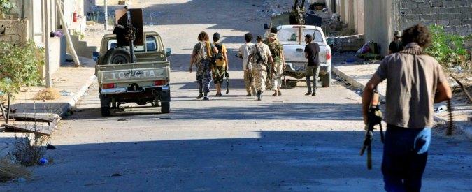 """Libia, Tobruk boccia il governo Sarraj. Ma i deputati dicono: """"Voto illegale"""""""