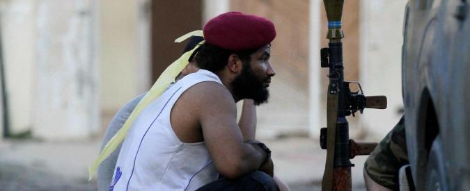 """Libia, """"iniziata battaglia finale per strappare Sirte all'Isis"""". Emergency lascia il Paese dopo """"gravi episodi di violenza"""""""