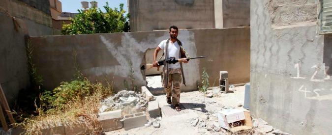 Traffico internazionale di armi, ordine di arresto per 73enne italiano trattenuto in Libia da un anno e mezzo