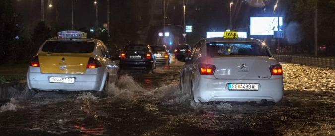 """Macedonia, piogge e inondazioni: quindici morti a Skopje. Polizia: """"Tra le vittime anche un bimbo di otto anni"""""""