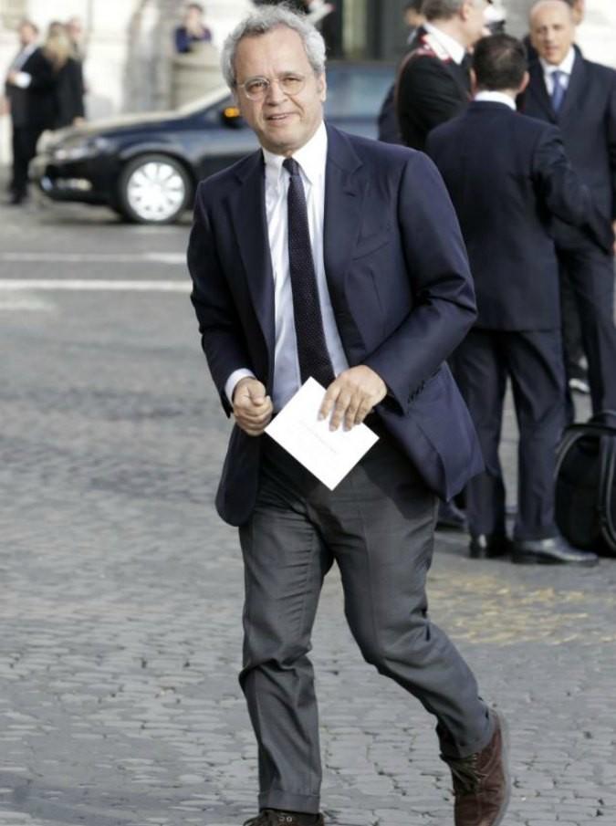 """Enrico Mentana, la battuta in diretta a Massimo Giletti: """"Non vorrei che facessi Non è non è l'Arena"""". Giletti al vetriolo: """"Quello è la D'Urso"""""""