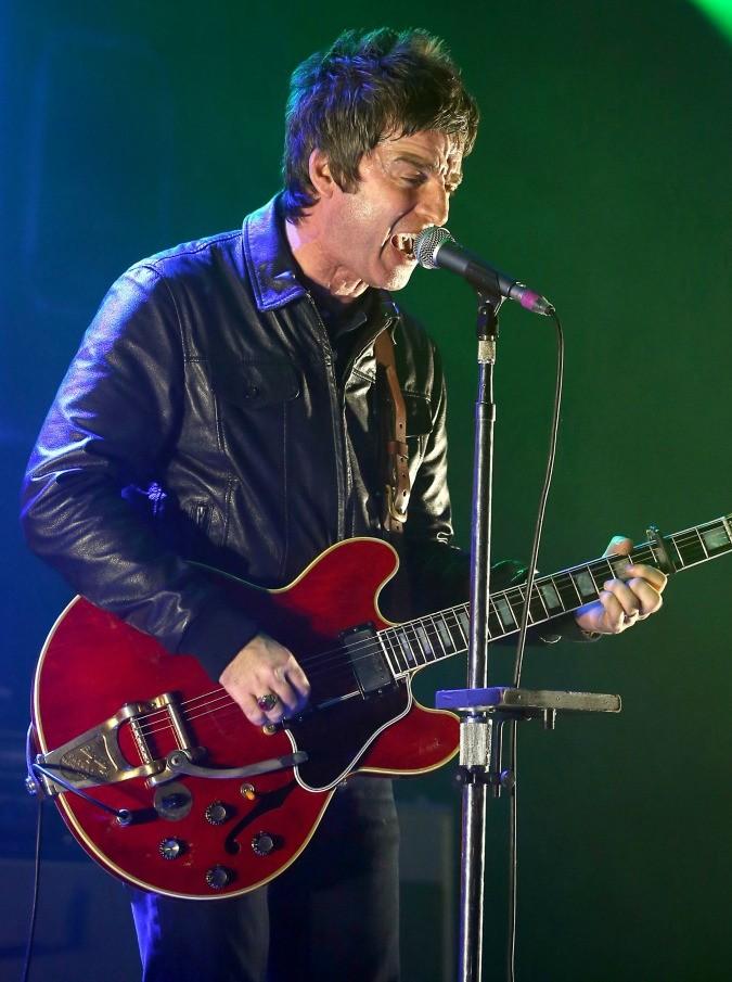 Noel Gallagher fa cantare lo Sziget: 90 minuti di High Flying Birds, retrogusto di Oasis. Nonostante tutto