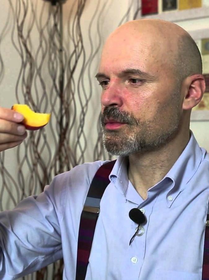 Davide Oltolini morto, il critico enogastronomico stroncato da un malore nel Pavese: aveva 48 anni
