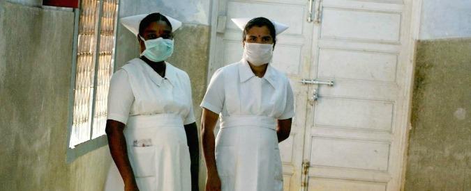 "India, ex poliziotto ingerisce quaranta coltelli: ""Alcuni lunghi 18 centimetri"""