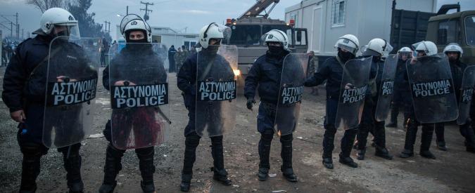 """Grecia, 4 stazioni di polizia su 10 rischiano la chiusura. Sindacati: """"Basta tagli a danno di sicurezza e posti di lavoro"""""""