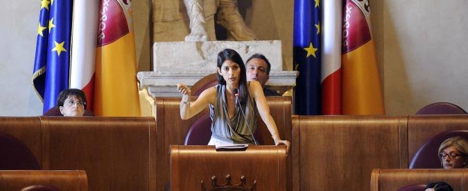"""Roma, Virginia Raggi difende Muraro: """"Competente ma stampa diffamatoria. Rischio sanitario dietro l'angolo"""""""