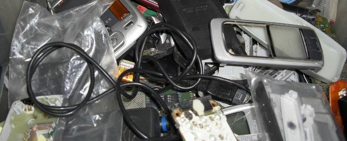 Piccoli rifiuti elettronici, il ritiro è gratuito per legge. Ma l'obbligo non vale per tutti