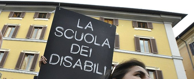 """Scuola, """"in Lombardia centinaia di studenti disabili non possono iniziare l'anno. Famiglie abbandonate"""""""