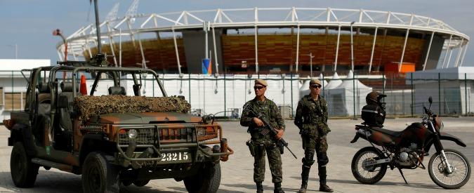 Olimpiadi Rio 2016, militari uccisi e agguati ai bus dei giornalisti: in Brasile i Giochi sotto attacco dei trafficanti