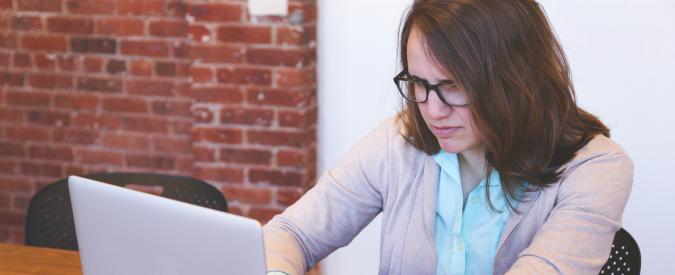Tecnostress, lavori più di 5 ore al giorno? Ecco i rischi che corri