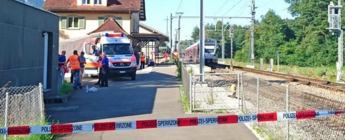 Svizzera, uomo armato di coltello ferisce sei persone su un treno e poi lo incendia
