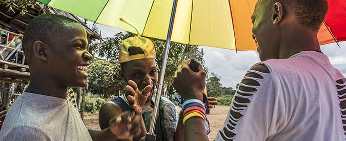"""Uganda, blitz della polizia durante serata gay in un club di Kampala. Attivisti Lgbt annullano il Pride: """"Abbiamo paura"""""""