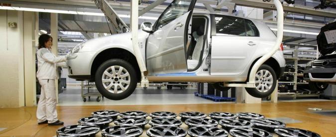 """Volkswagen, braccio di ferro con i fornitori blocca la produzione delle Golf. """"Il gruppo vuole ridurre i costi"""""""