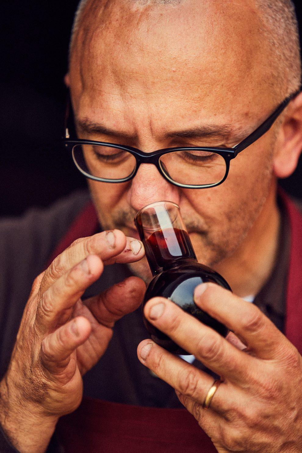 Il profumo, infine, è l'indicatore per eccellenza per distinguere la qualità dell'aceto. Agre e dolce, contiene tutti i segreti dell'invecchiamento.
