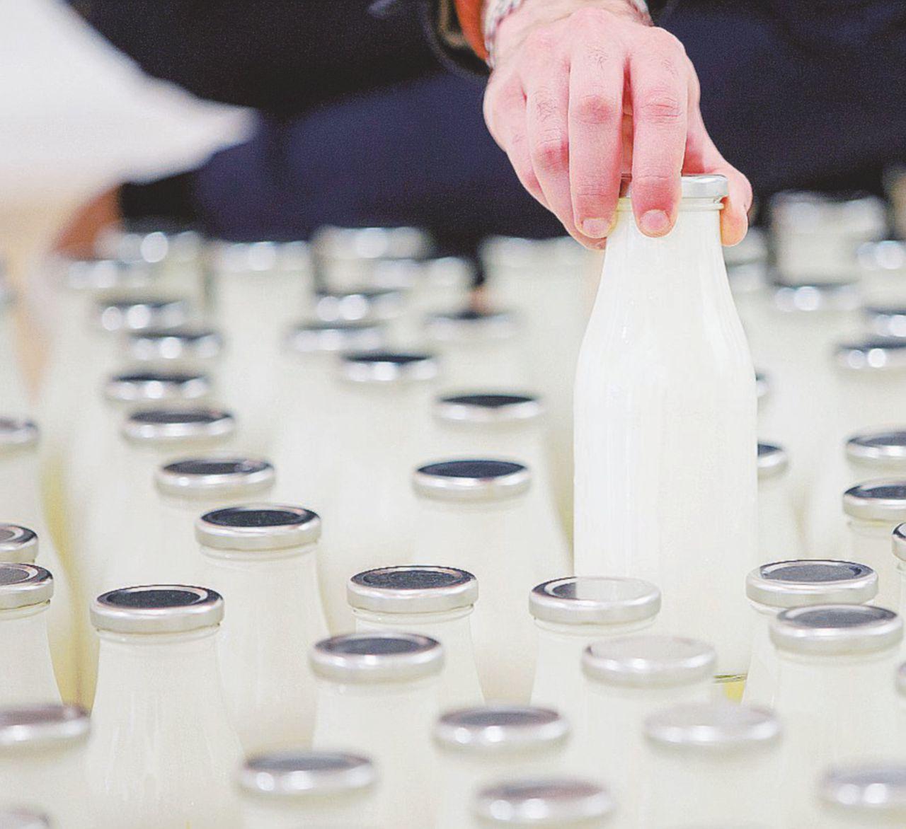 Supermucche ed etichette col rebus: il latte oscuro