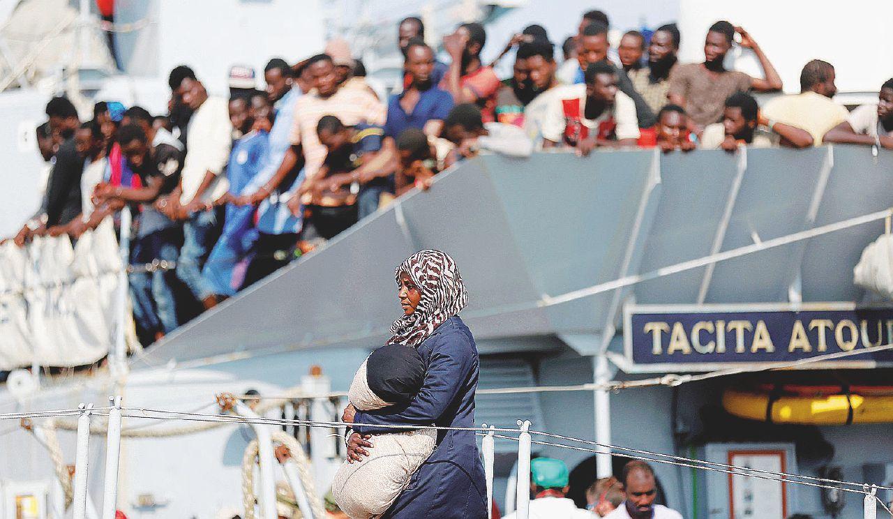 Migranti, la terra promessa è un materasso sudicio