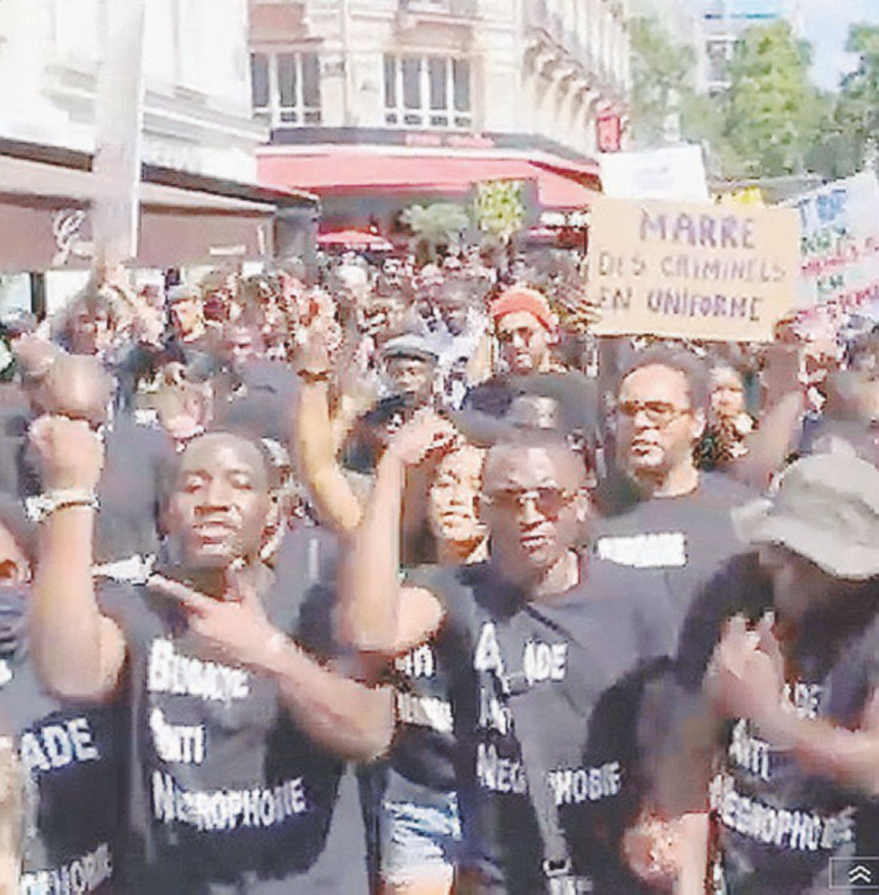 Black Lives Matter protesta anche sotto la torre Eiffel