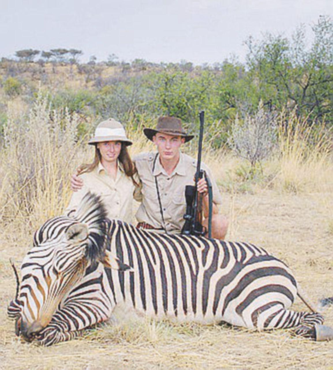 """Spara e mettiti in posa: l'ordinario """"Safari"""" della borghesia animale"""