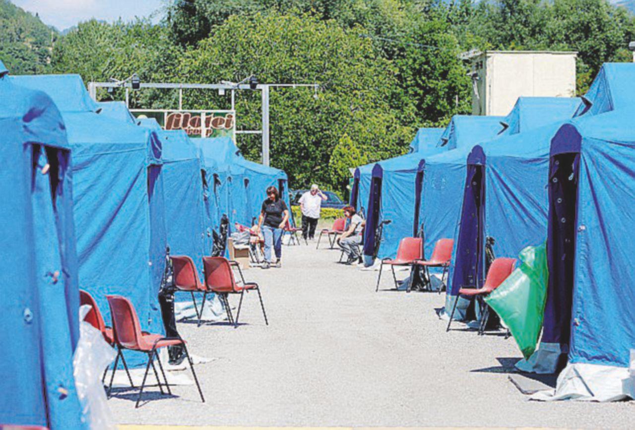 In tenda con la paura: del sisma, del gelo e di essere dimenticati