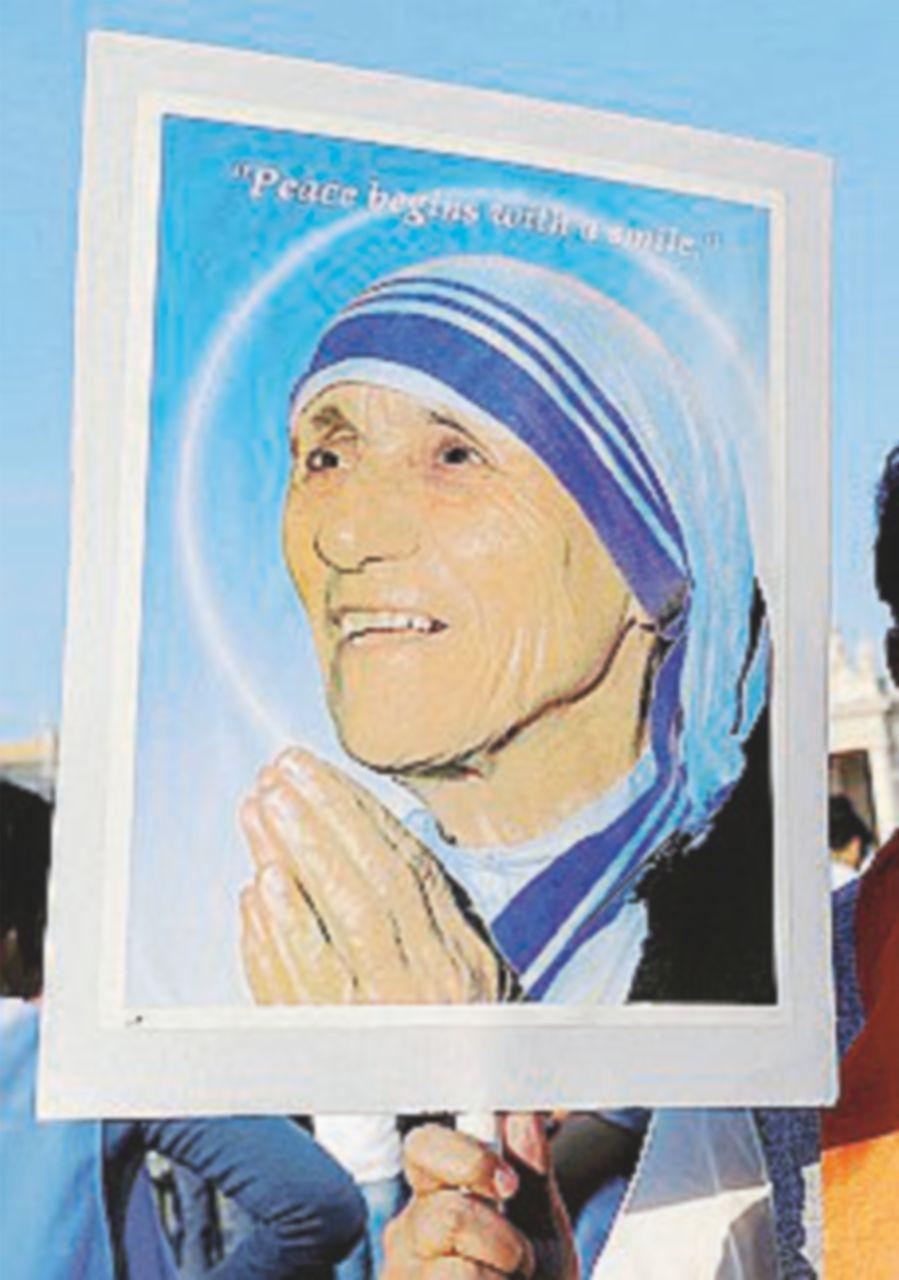 """Madre Teresa santa. Il Papa: """"Alzò la voce con i potenti"""""""