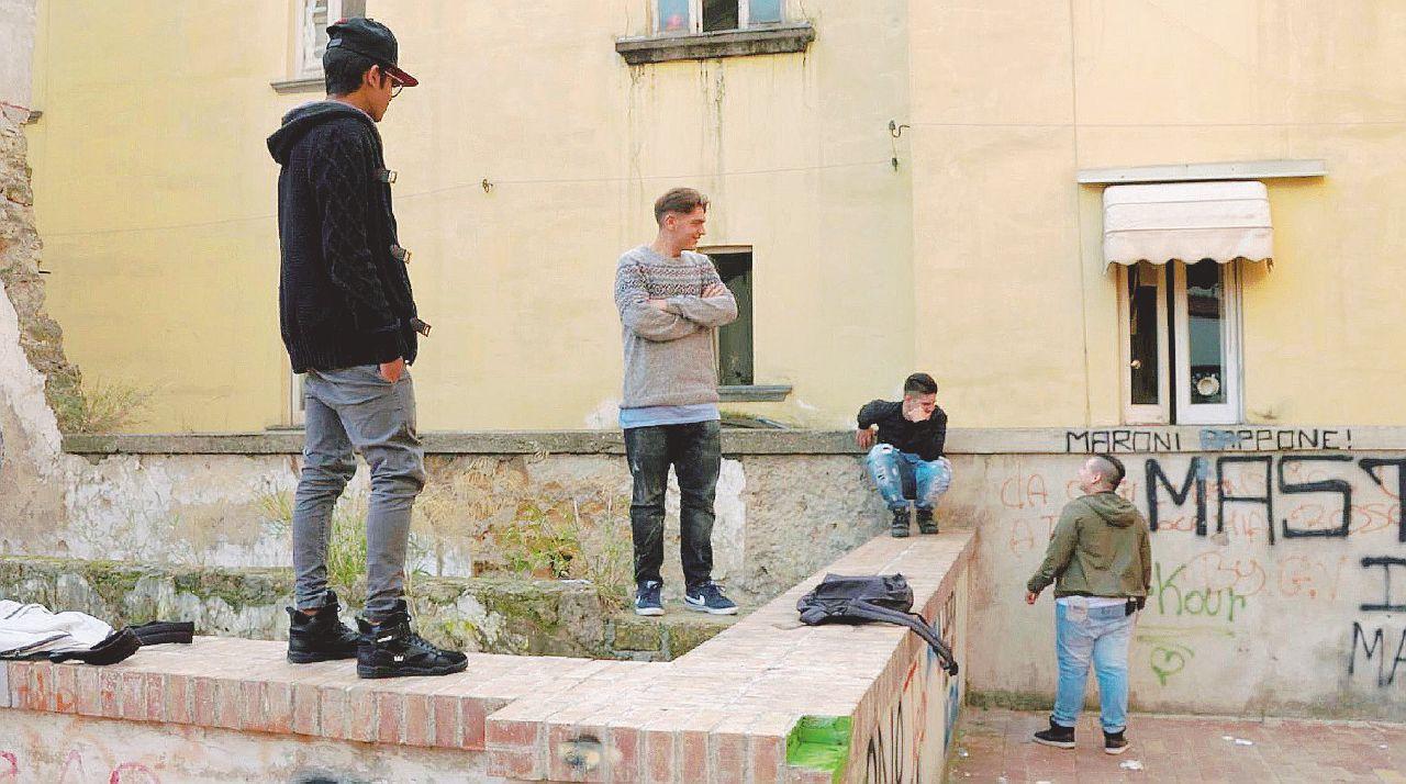 """La paranza dei bambini: Napoli a colpi di """"kalash"""""""