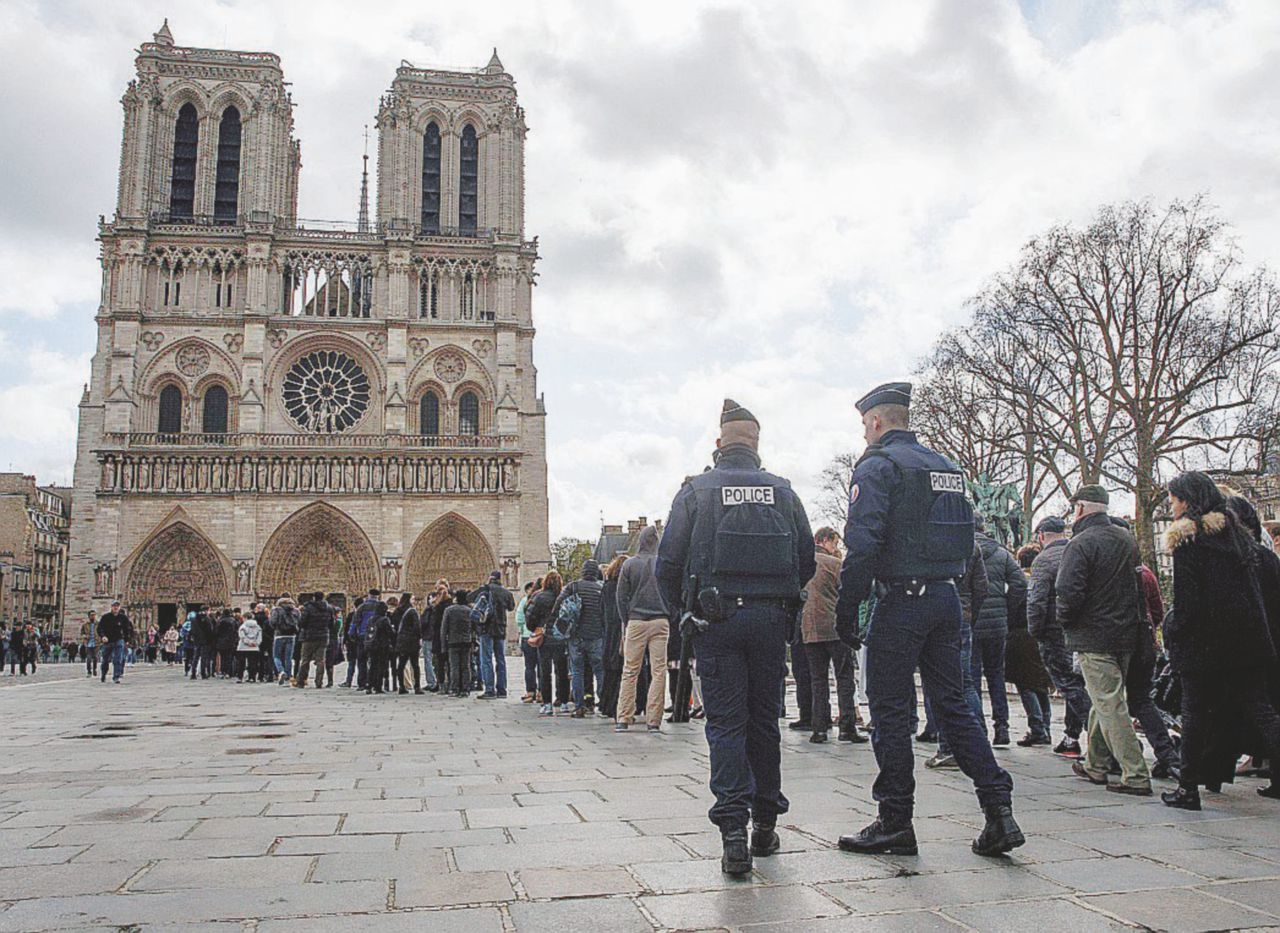 """Avvertimento"" a Notre-Dame?"