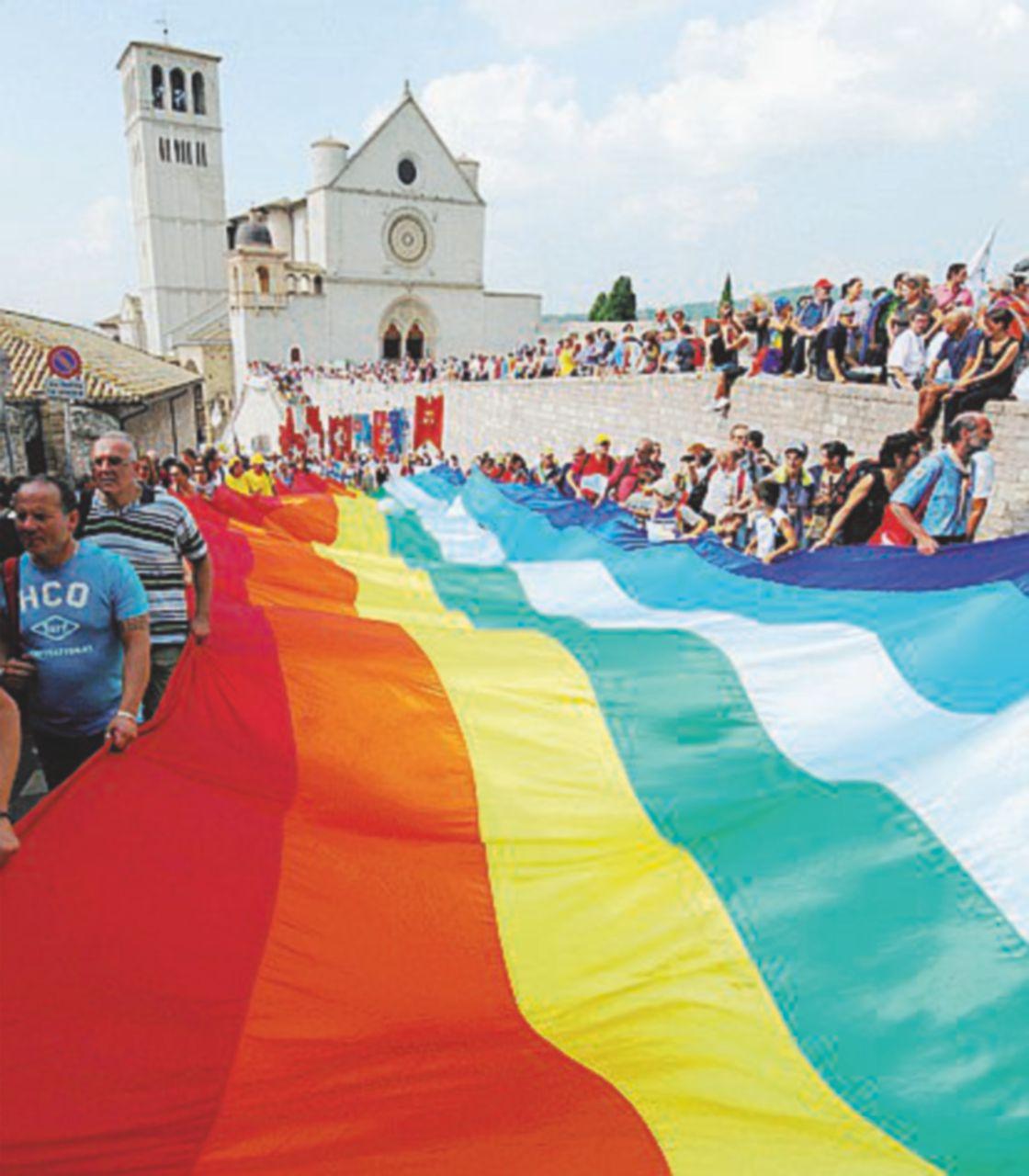 Pacifisti, la Perugia-Assisi sfida la notte