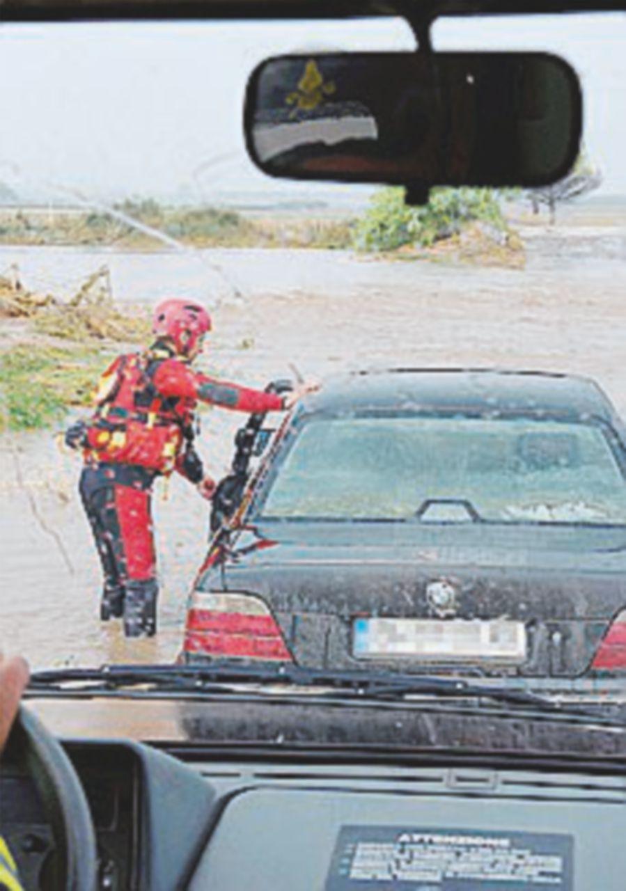 Piogge al Centro-Sud, crolli e allagamenti: un morto nel Foggiano