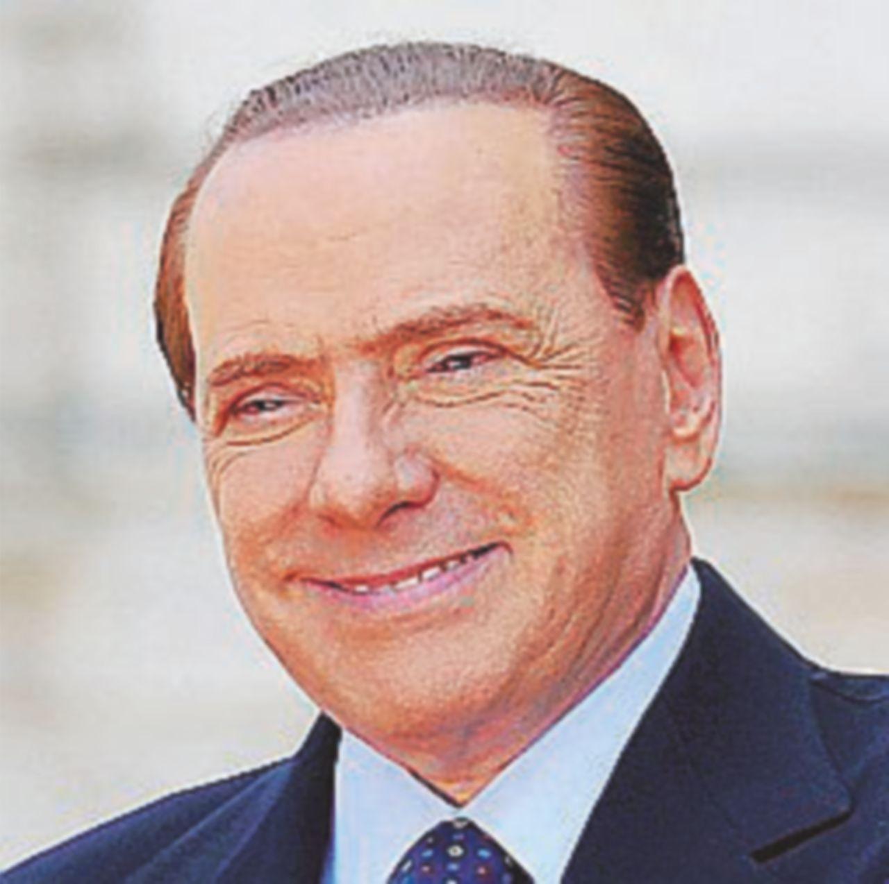 Berlusconi fa il moderato e aspetta il referendum